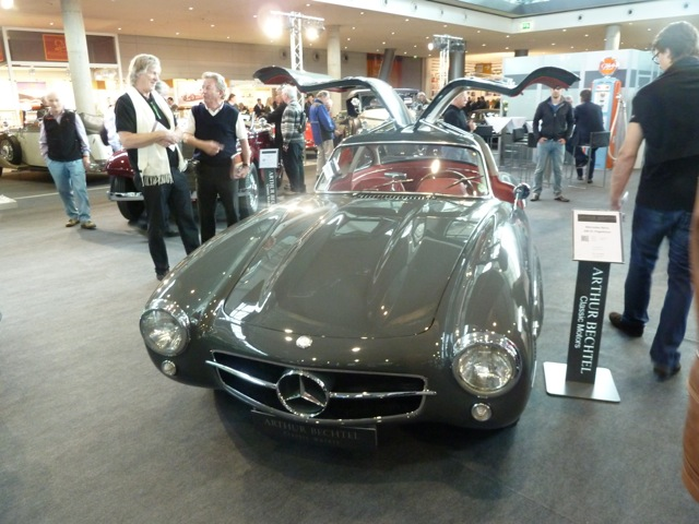 Graphite grey Gullwing