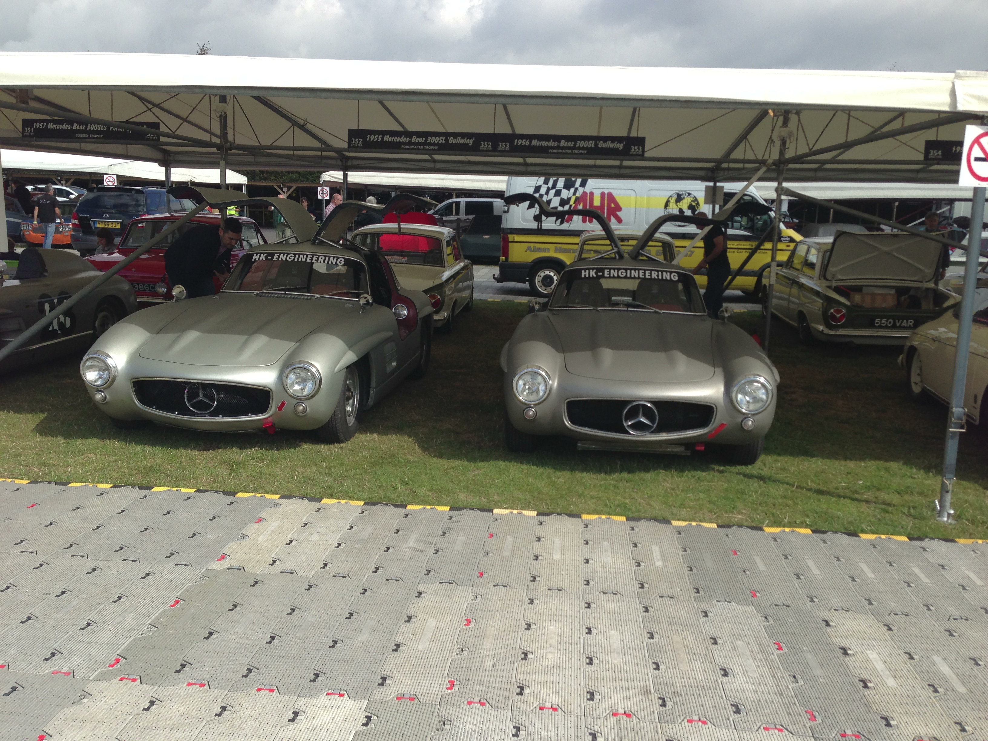 2 Gullwings at Goodwood